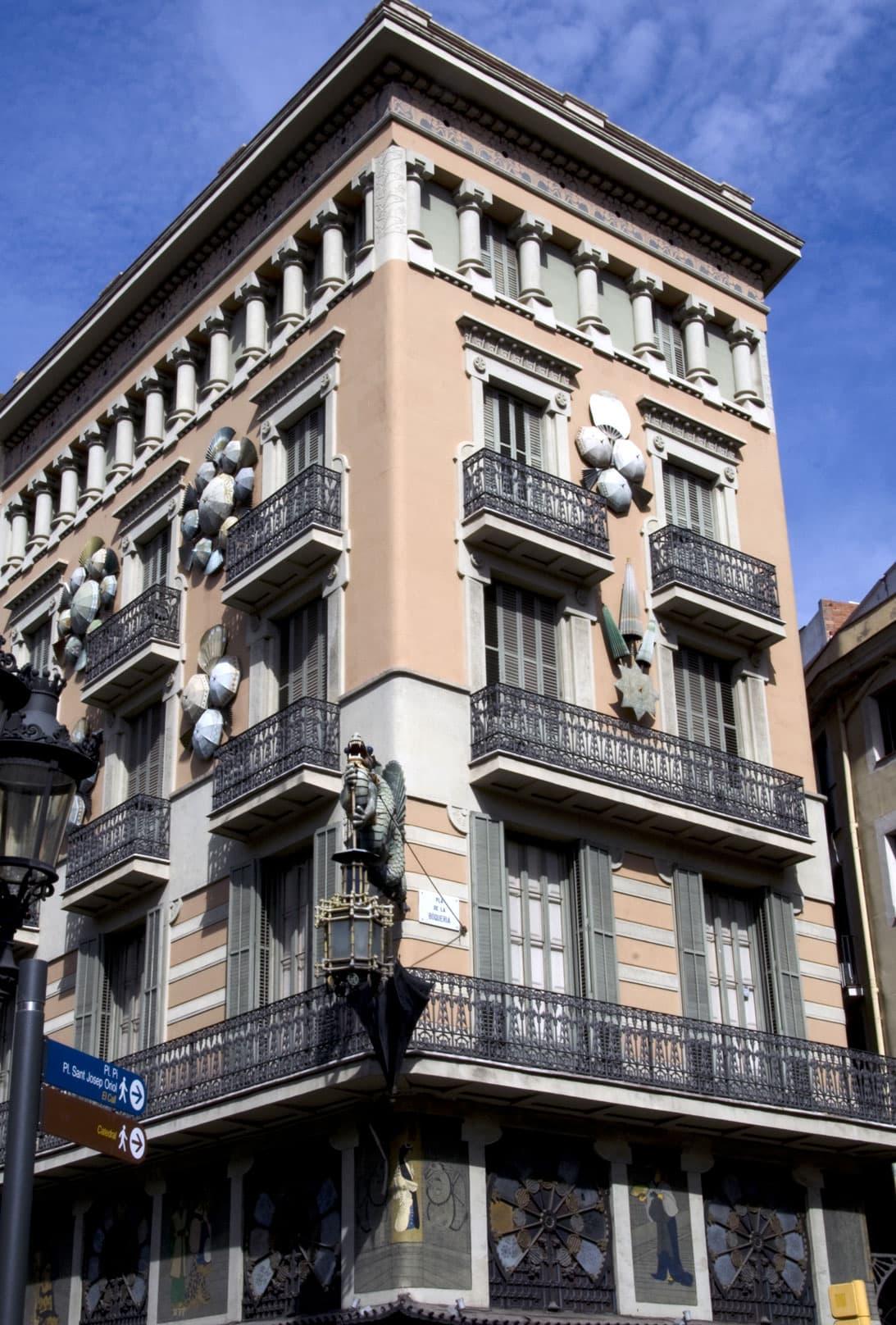 Guide priv barcelone la maison des parapluies - La maison barcelona ...